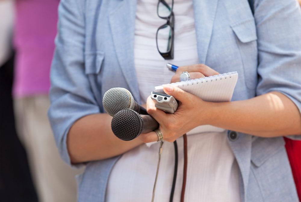 8 step guide to presenting like a journalist presentation guru journalist toneelgroepblik Image collections