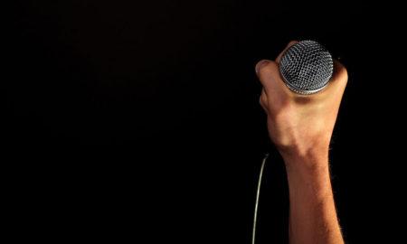 presenter holding microphone to start speech